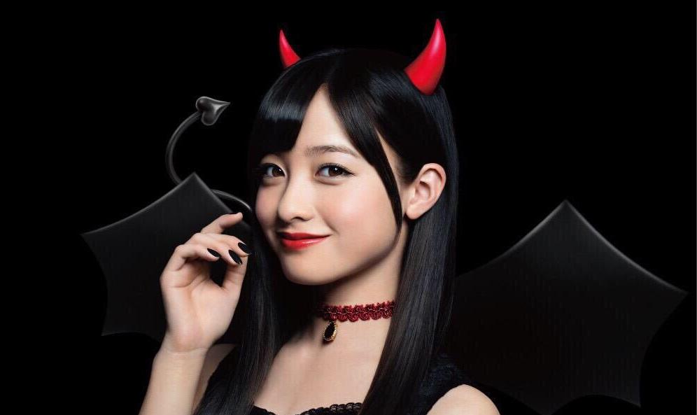 橋本環奈のハロウィン小悪魔コスプレ
