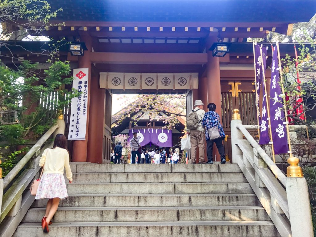 東京大神宮入ってすぐ