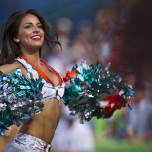 cheerleaders-654359_1920