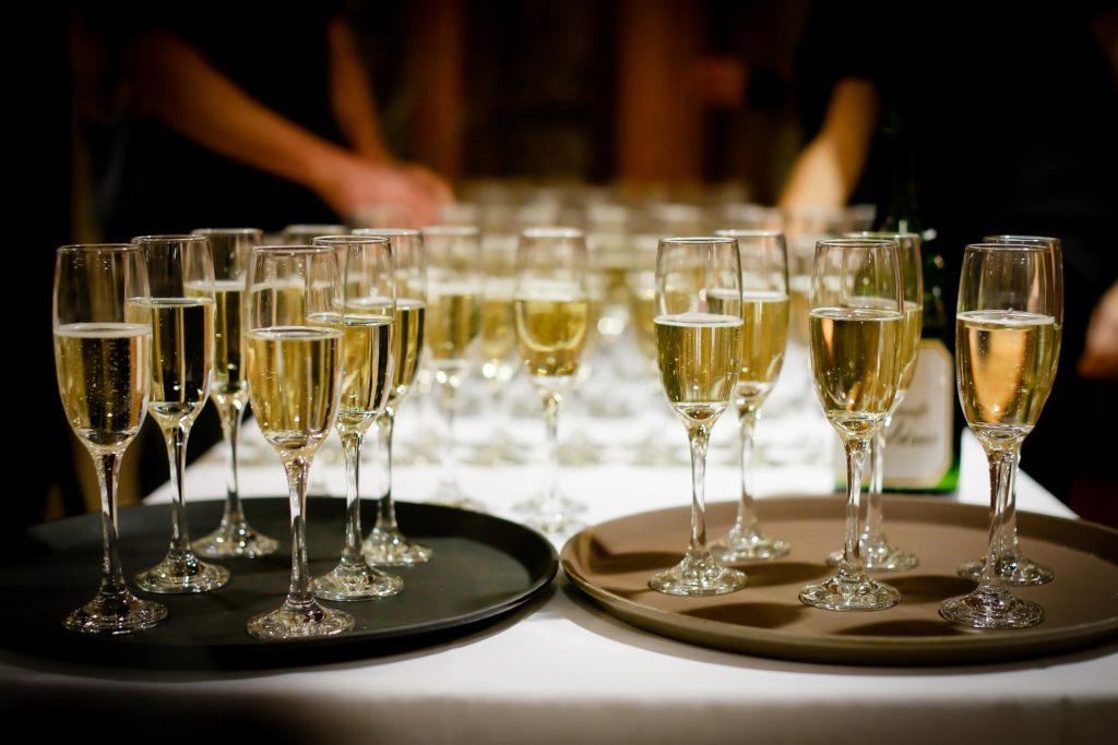立食形式の婚活パーティ